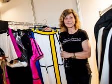 Sandra wast en strijkt last minute alle kostuums op het songfestival: 'Ze zullen nu allemaal nerveus worden'