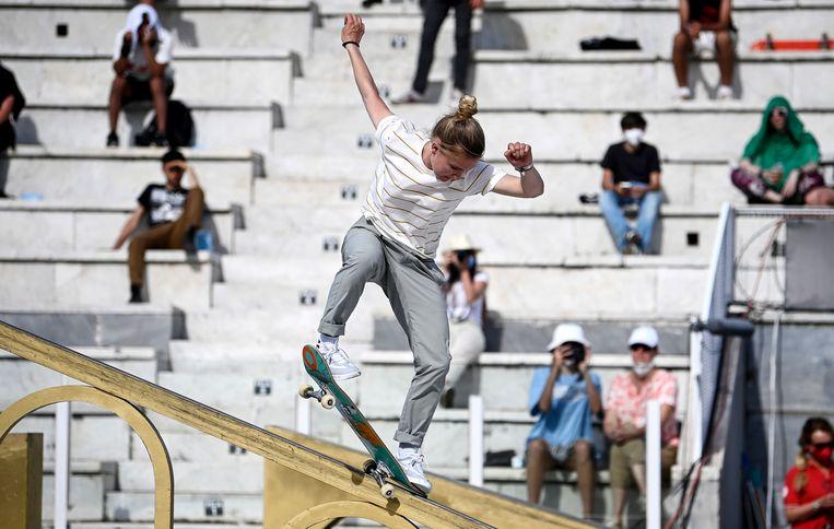 Roos Zwetsloot op de gouden rail in Rome. Beeld EPA