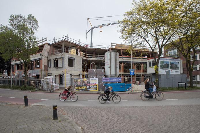 De verbouwing van de Werfhorst, het voormalige kantorengebouw aan de Botermakerstraat in Raalte, is in volle gang.