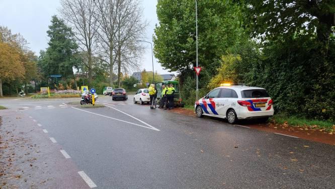 Fietsster na aanrijding op rotonde in Ulft met hoofdletsel naar ziekenhuis