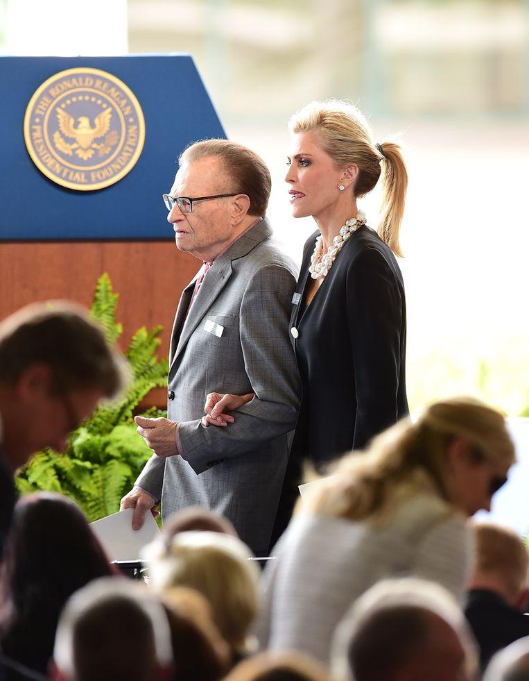 Larry King en zijn vrouw Shawn. Beeld AFP