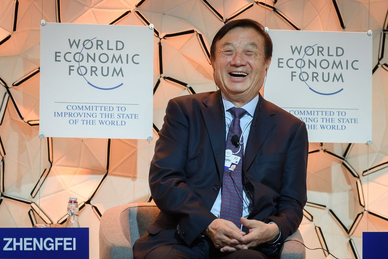 Huawei-ceo Ren Zhengfei spreekt tijdens het Wereld Economisch Forum in Davos. Beeld AFP