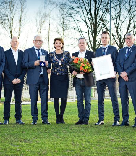Erepenning voor Helmondse voetbalclub RKSV Mierlo-Hout