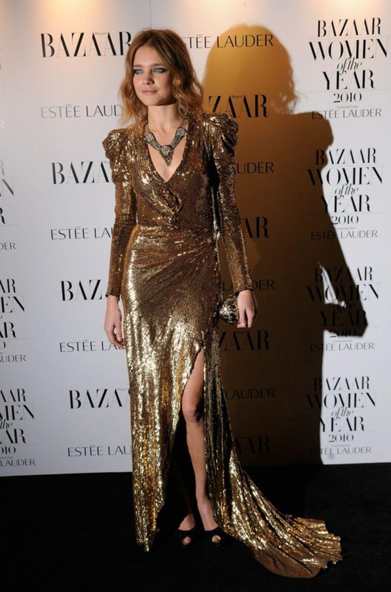 Natalia Vodianova in de lange versie van de it-jurk. Beeld UNKNOWN