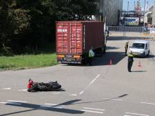 Motorrijder gewond bij botsing met vrachtauto op Dowweg Terneuzen