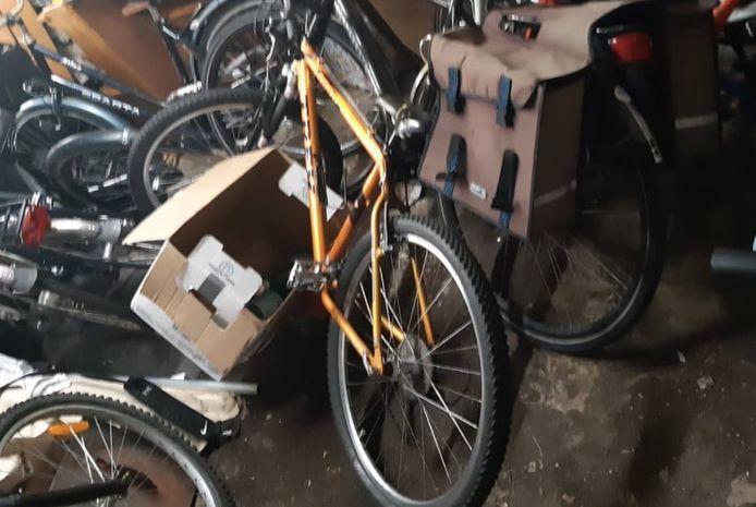 Een garage vol gestolen fietsen.