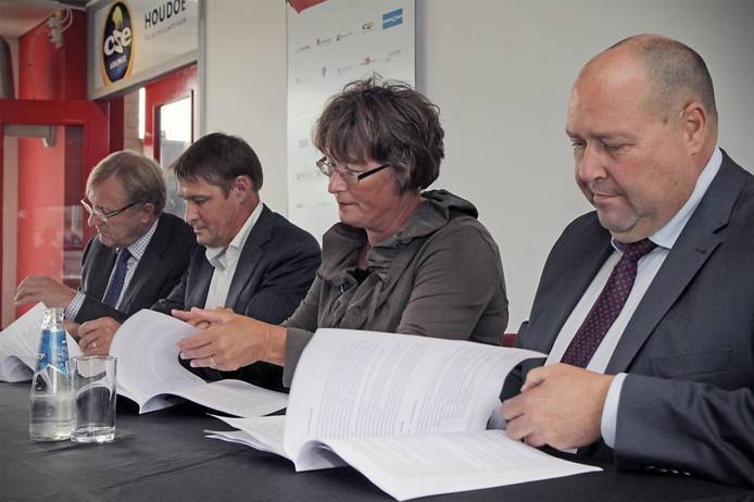 Algemeen directeur Harrie Windmüller van BrabantWonen (rechts).