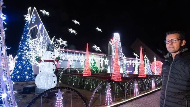 """Kersthuis van Steve is weer klaar: """"Ik had door corona meer tijd, maar vooral nog meer motivatie om lichtpuntjes te brengen"""""""