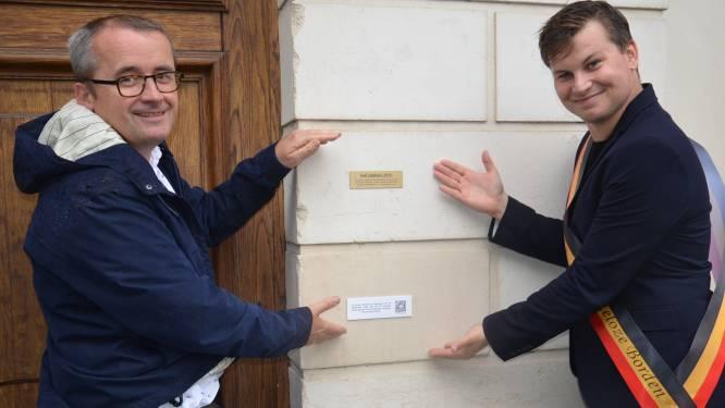 """Eerste 'Nutteloze Borden Wandelroute' is officieel open: """"Leuk dat Ninove primeur kreeg"""""""