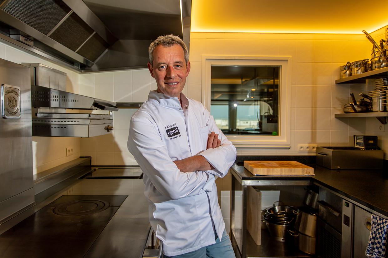 Chef Bart Desmidt in de keuken van zijn restaurant Bartholomeus. Vanaf  voorjaar 2020 zal het er helemaal anders uitzien. Beeld Jan De Meuleneir/Photo News