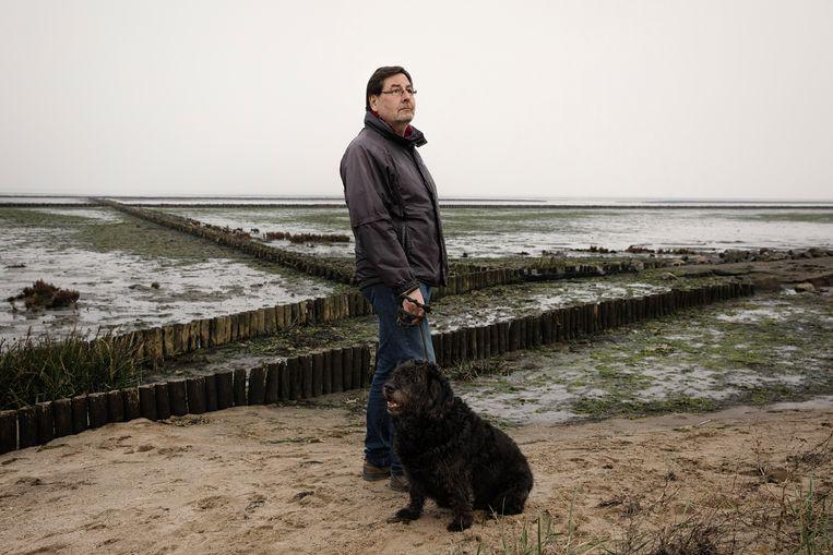 Journalist en schrijver Pierre Boom op het strand van het eiland Sylt, waar hij tegenwoordig woont.  Beeld Daniel Rosenthal