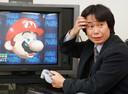 Mario et son créateur, Shigeru Miyamoto, en 1997