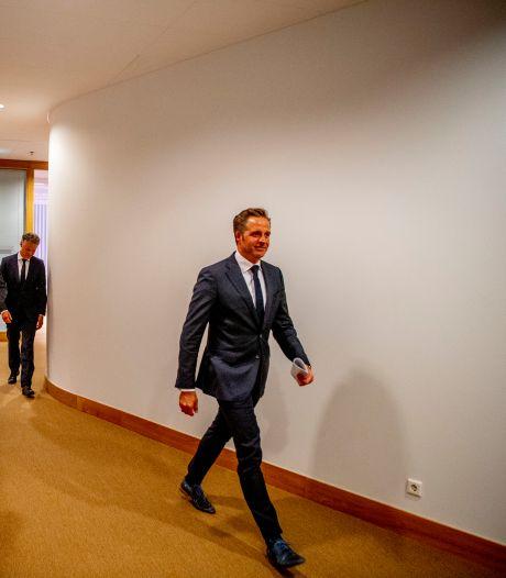 Corona blijft voorlopig: Nederland koopt nog eens 60 miljoen coronavaccins voor 2022 en 2023