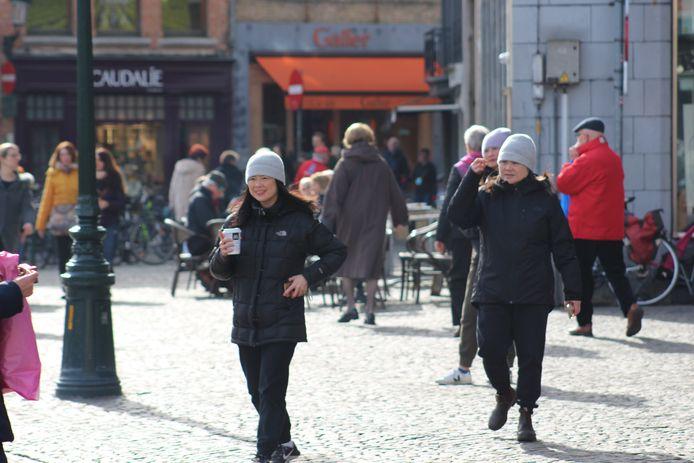 Er lopen nog wel een paar Aziaten in Brugge rond, maar het zijn er minder dan normaal.