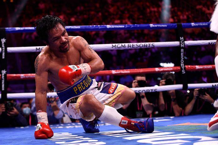 Levende legende Manny Pacquiao gaat in de tiende ronde naar de grond.