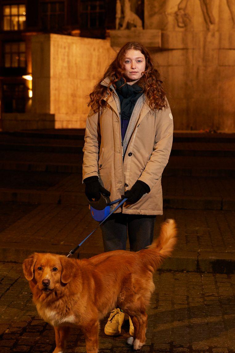 Rosalie van Soelen en hond Flip. Beeld CHRIS EN MARJAN