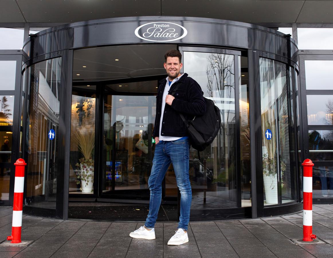 Joost ging een middag, avond, nacht en ochtend lang 'undercover' in het uitgaanspaleis