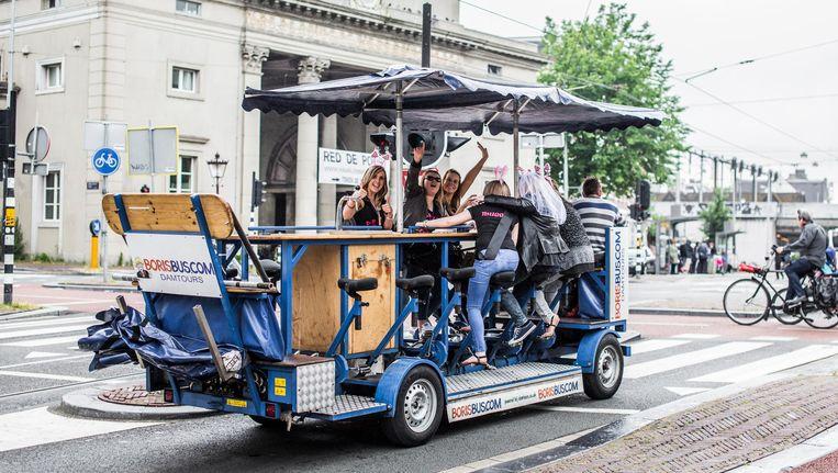 Een bierfiets bij het Haarlemmerplein Beeld Eva Plevier