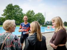 Sportheld Maarten van der Weijden openhartig bij bliksembezoek aan Almelose zwemvierdaagse