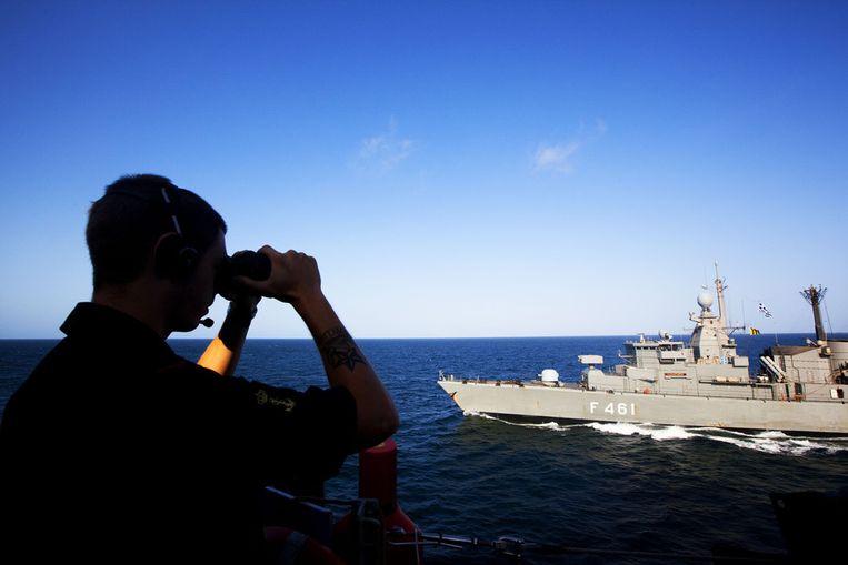 Een bemanningslid van het Nederlandse fregat Hr. Ms. Evertsen. Beeld ANP