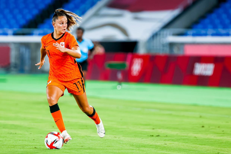 Lieke Martens in actie tijdens de wedstrijd tegen China.  Beeld Pro Shots / Thomas Bakker