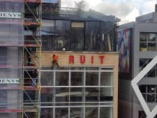 """""""Bedankt hé, Conner"""": letters 'Vooruit' verdwijnen definitief van Gents kunstencentrumgebouw"""