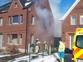 Woning  zwaar beschadigd na brand in gerenoveerde achterbouw: buurman voorkomt erger