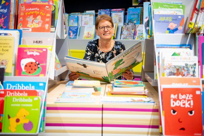 Dirry van de Grampel neemt na veertig jaar afscheid van Bibliotheek Twenterand.