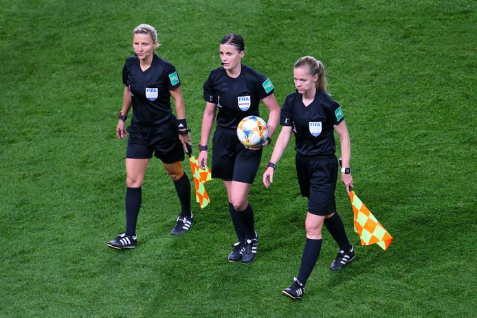 De Hongaarse arbitrage bij een duel op het WK vrouwenvoetbal.