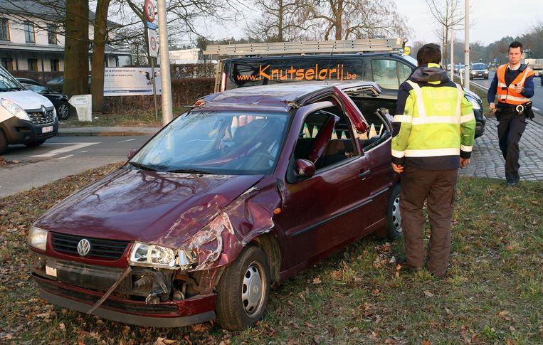 De auto die de schoolbus heeft aangereden.