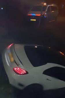 Auto belandt in het water na aanrijding in Rotterdam-Oost