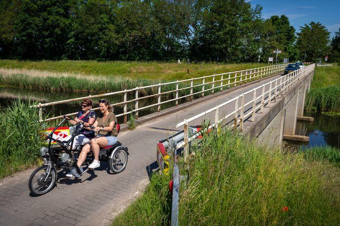 De zwakke brug over het Drongelenskanaal aan de Deutersestraat.