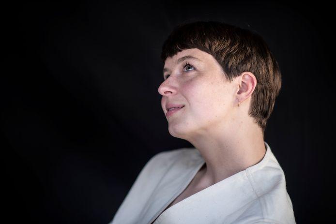 Liedschrijver Tessa Douwstra van de band LUWTEN.