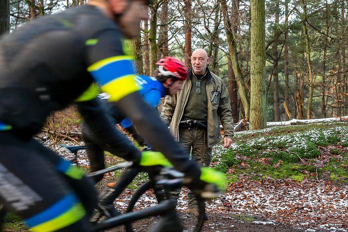 De meeste fietsers houden zich aan de regels, maar er zijn er ook bij die rijden op plekken waar dat niet mag.