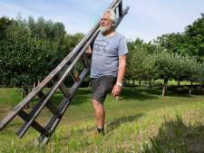 Voor de dijkversteviging moeten 50 van zijn bomen om en volgens Jan is dat onnodig: 'Het wordt opgelegd'