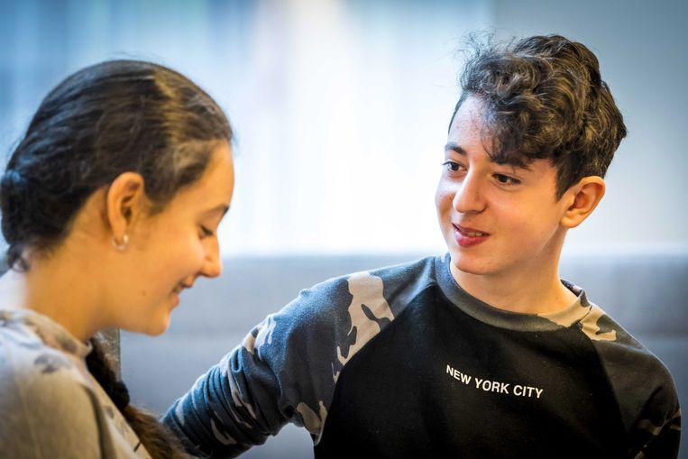 Armeense tieners Lili en Howick. Beeld EPA