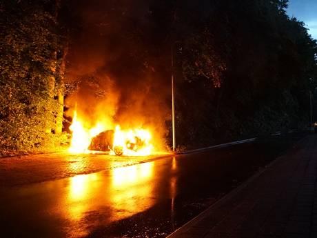 Weer auto in brand gestoken bij Deventer