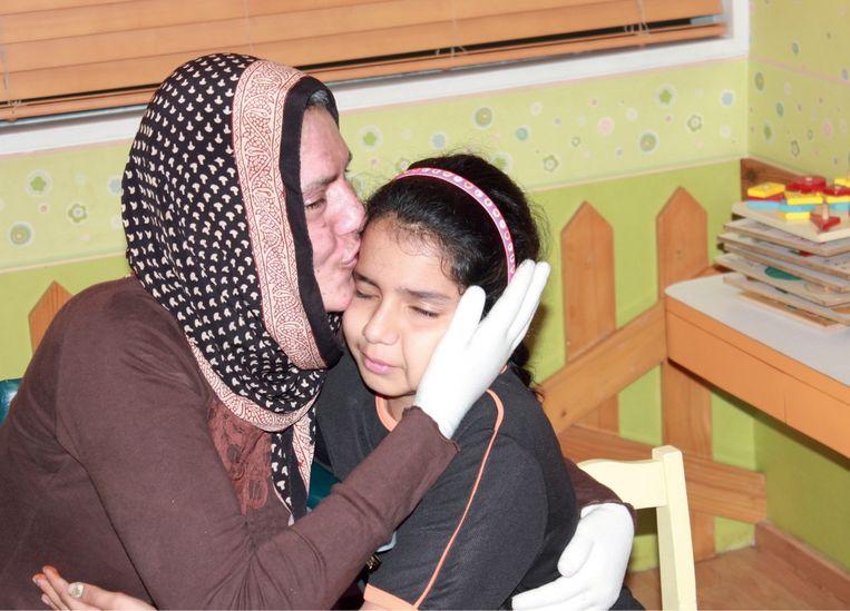'Toen mijn dochter tegen mij praatte, begon mijn hele lichaam te schokken en mijn hartslag ging alle kanten uit.' Beeld