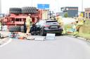 De gewonde is met behulp van de brandweer bevrijd en met een ambulance naar het ziekenhuis vervoerd.