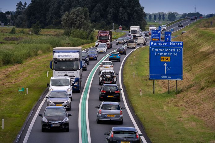 Het verbreden van de N50 bij Kampen kan bijna 2 miljoen euro duurder worden dan verwacht door de hoge prijzen in de bouw.