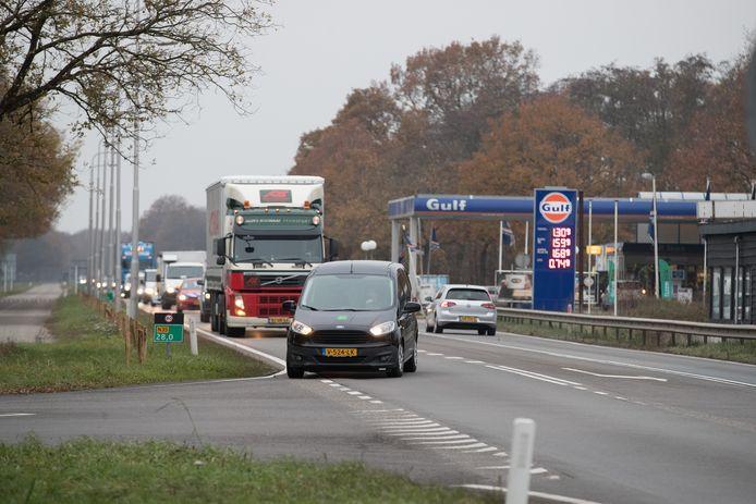 De kruising N35-Stationsstraat in Haarle.
