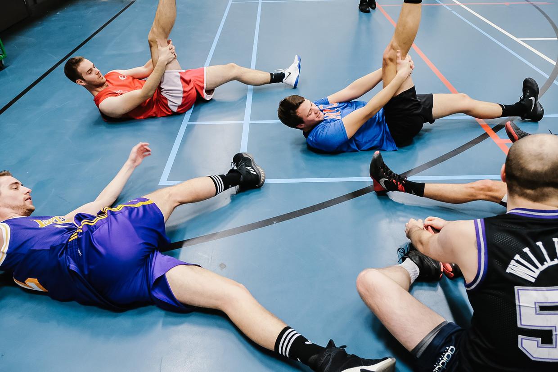 Spelers van basketbalclub Gentson tijdens de opwarming.  Beeld Wouter Van Vooren
