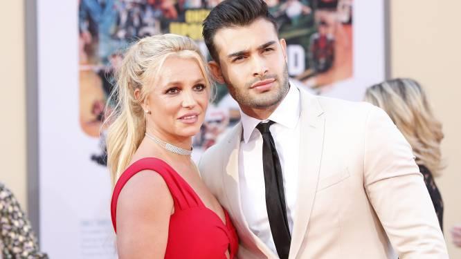 Britney Spears viert haar verloving met een huwelijkscontract en een socialemediapauze