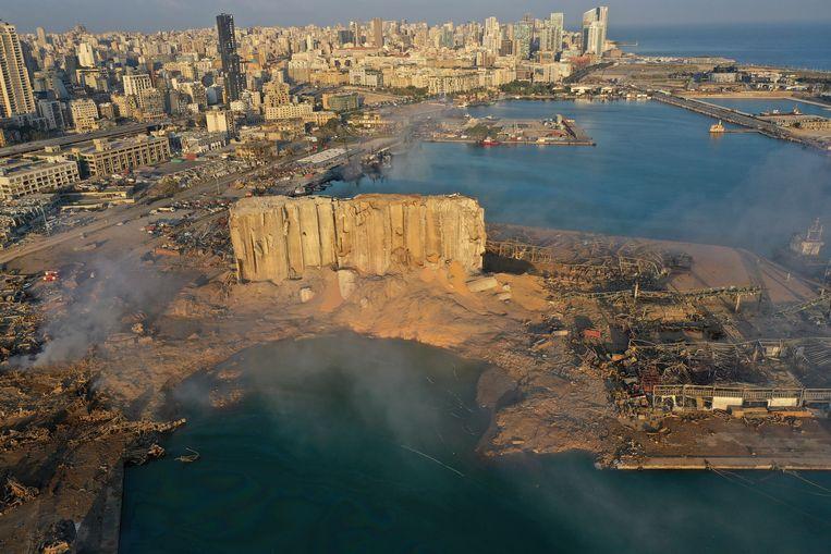 Een foto, gemaakt met een drone, toont de totale ravage in het havengebied.