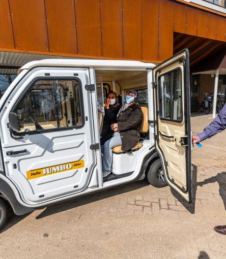 Een fijne hoge instap, vriendelijke chauffeur, coronascherm én goedkoop - 'De Ruwaard-Mobiel móet er gewoon komen'