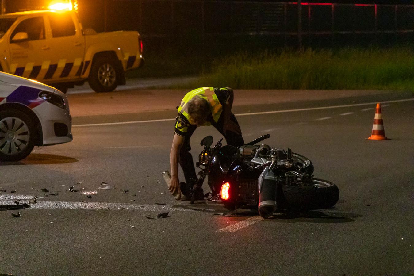 De weg is na het ongeval nog enige tijd dicht geweest voor politieonderzoek.