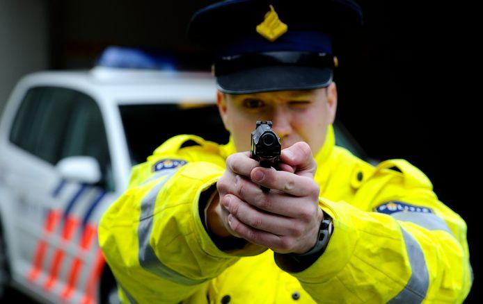 Een agent trok zijn dienstwapen. (Foto ter illustratie)