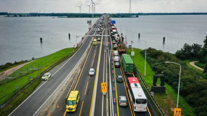 Opnieuw vertraging op Haringvlietbrug door wegversmalling