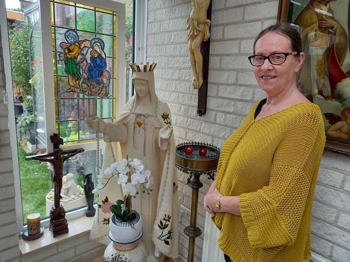 Diny Kuipers in haar privémuseum in Groesbeek.