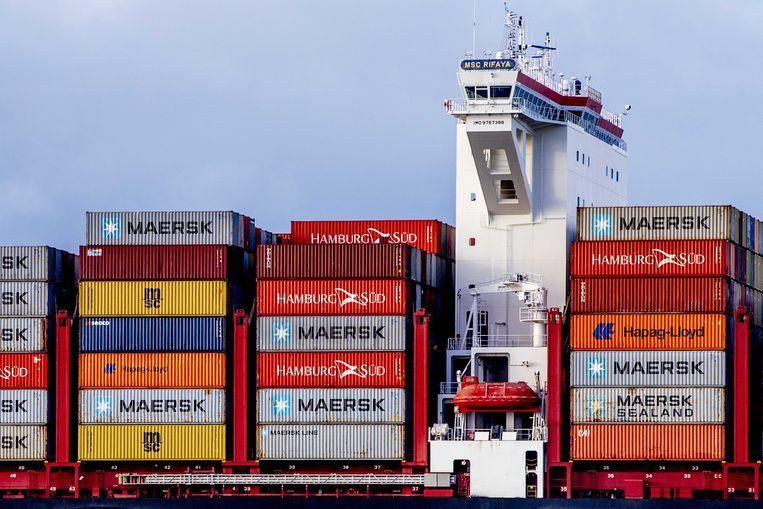 Het containerschip MSC Rifaya arriveert als eerste schip uit de 'Suezfile' dat in Rotterdam arriveert. Het schip Ever Given blokkeerde dagenlang het Suezkanaal, waardoor honderden schepen geen kant op konden. Beeld ANP